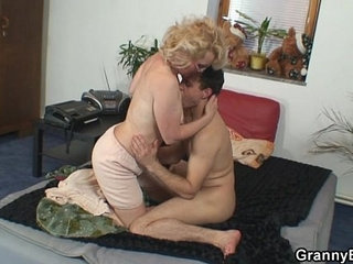Naughty grandma gives up her pussy | grandmanaughtypussy