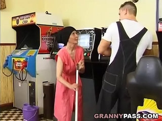 Muscle Guy Fucks Ugly Granny | gaygrannymuscle