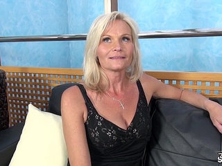 Fakeshooting milf clarisa strips and fucks for an audition with wendy moon   auditionmilf