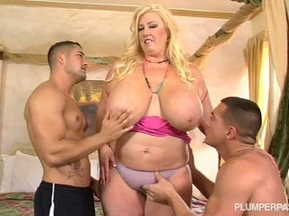 Curvy Southern MILF Zoey Andrews Fucks Young Studs | curvymilfstudentsyoung
