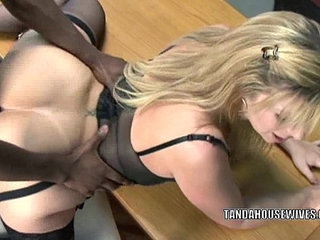 Mature slut sara jay is in her office and getting fucked | matureofficesluts